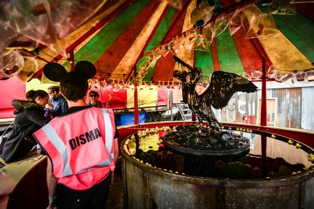Dismaland- A Disneyland Like Park That Mocks The Decadence Of Our Society-8