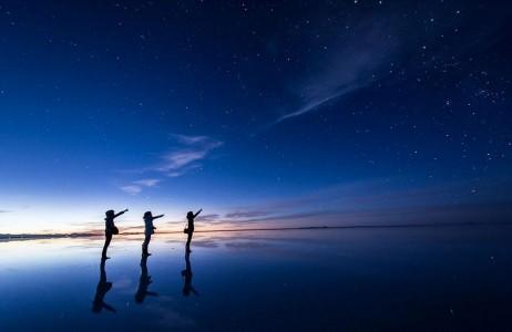 The Incredible Beauty of Salt Desert Transformed Into Gigantic Mirror-1