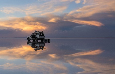 The Incredible Beauty of Salt Desert Transformed Into Gigantic Mirror-11