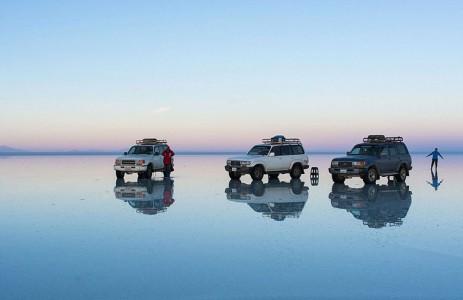 The Incredible Beauty of Salt Desert Transformed Into Gigantic Mirror-14
