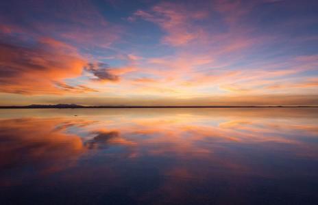 The Incredible Beauty of Salt Desert Transformed Into Gigantic Mirror-15
