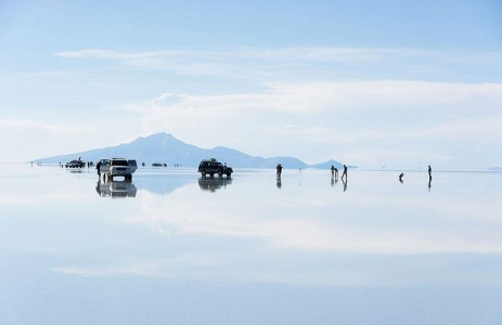 The Incredible Beauty of Salt Desert Transformed Into Gigantic Mirror-16