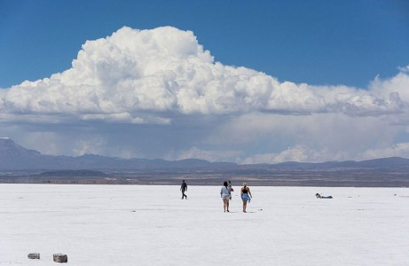 The Incredible Beauty of Salt Desert Transformed Into Gigantic Mirror-17