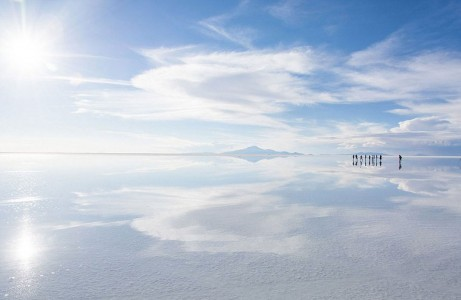 The Incredible Beauty of Salt Desert Transformed Into Gigantic Mirror-18