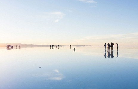 The Incredible Beauty of Salt Desert Transformed Into Gigantic Mirror-2
