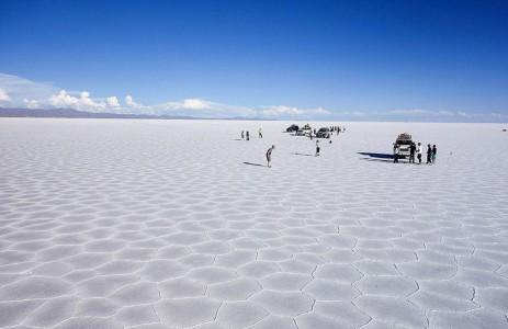 The Incredible Beauty of Salt Desert Transformed Into Gigantic Mirror-22