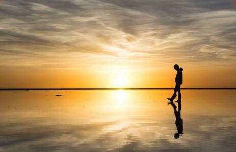 The Incredible Beauty of Salt Desert Transformed Into Gigantic Mirror-3