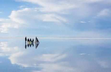 The Incredible Beauty of Salt Desert Transformed Into Gigantic Mirror-8