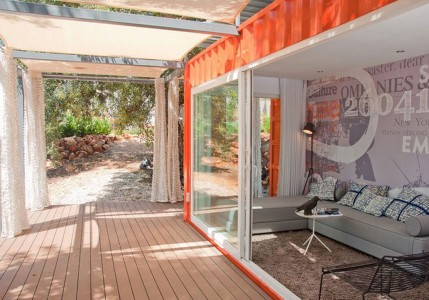 Created by Studio Arte, this small container house is in Portugal: