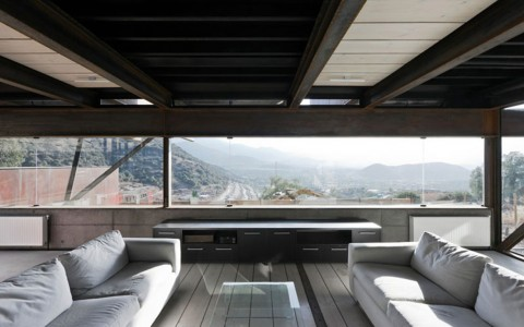 This amazing house was built with 8 containers. It overlooks the capital of Chile, Santiago