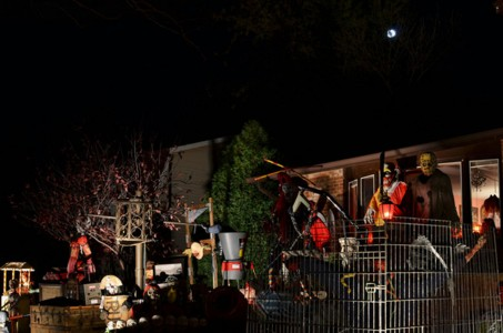 These Halloween Decorations Convert Homes Into Real Horror Meuseums-14