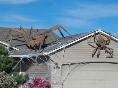 These Halloween Decorations Convert Homes Into Real Horror Meuseums-24