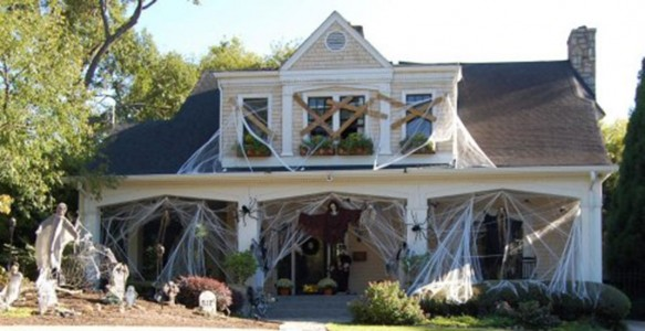 These Halloween Decorations Convert Homes Into Real Horror Meuseums-30