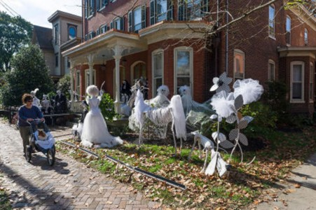These Halloween Decorations Convert Homes Into Real Horror Meuseums-32