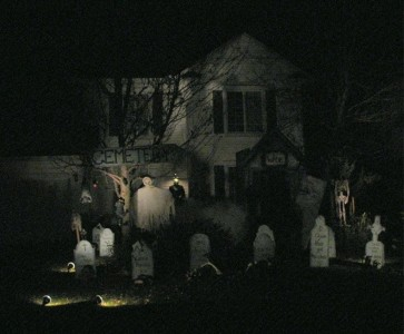 These Halloween Decorations Convert Homes Into Real Horror Meuseums-35