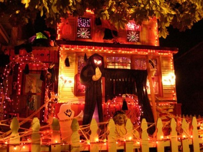 These Halloween Decorations Convert Homes Into Real Horror Meuseums-39