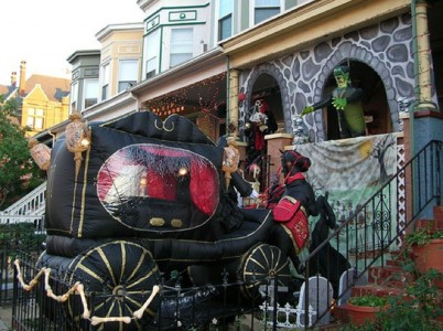 These Halloween Decorations Convert Homes Into Real Horror Meuseums-40