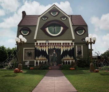 These Halloween Decorations Convert Homes Into Real Horror Meuseums-43