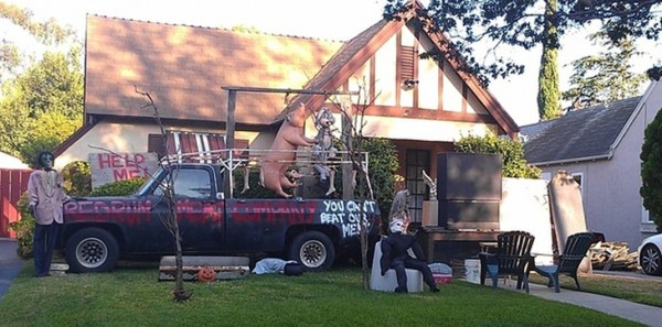 These Halloween Decorations Convert Homes Into Real Horror Meuseums-6