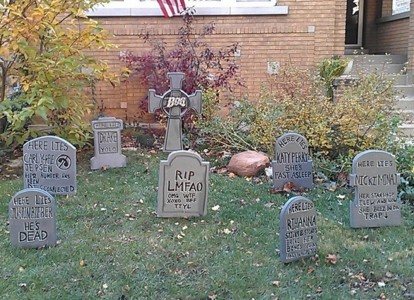 These Halloween Decorations Convert Homes Into Real Horror Meuseums-7
