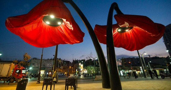Warde: These Gigantic Streetlights Shaped As Flowers Bloom When Someone Passes Nearby-