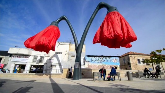 Warde: These Gigantic Streetlights Shaped As Flowers Bloom When Someone Passes Nearby-15