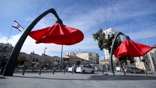 Warde: These Gigantic Streetlights Shaped As Flowers Bloom When Someone Passes Nearby-19