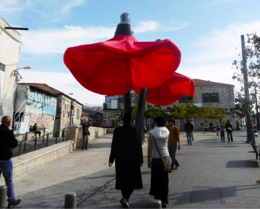 Warde: These Gigantic Streetlights Shaped As Flowers Bloom When Someone Passes Nearby-4