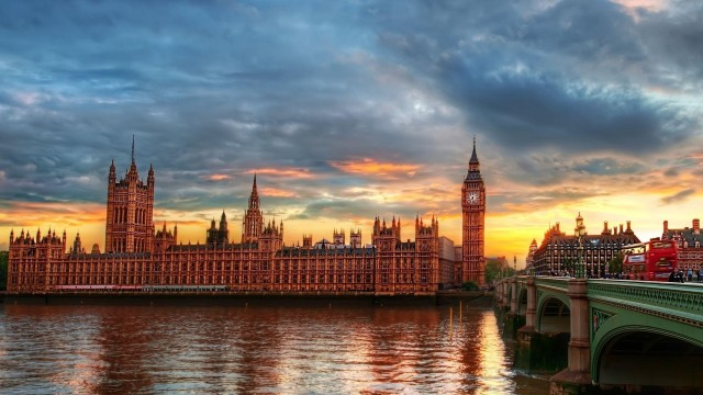 London wallpaper 29