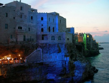 Grotta Palazzese-Amazing Italian Restaurant Carved Into A Cliff--5
