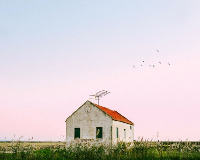 26 Lonely Houses Around The World That Are A Small Paradise--11