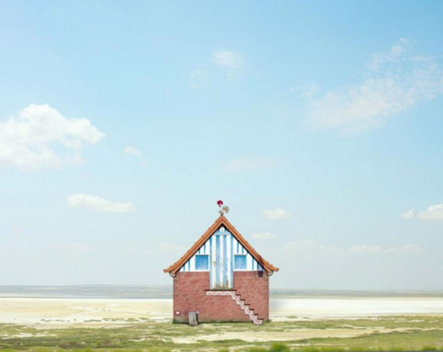 26 Lonely Houses Around The World That Are A Small Paradise--17