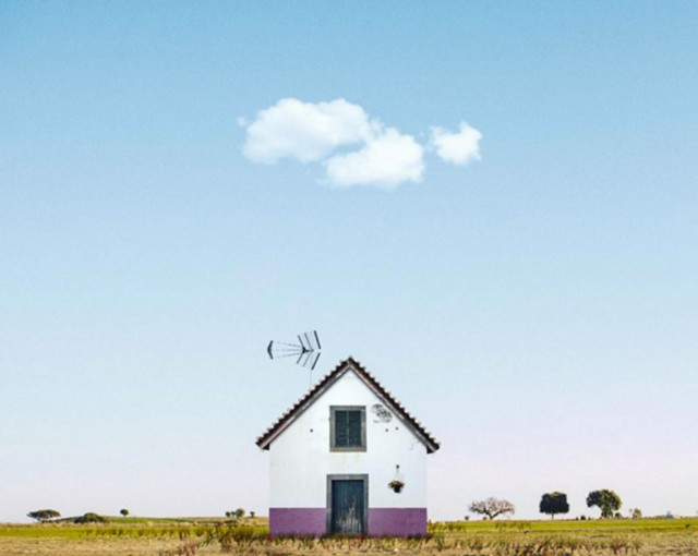 26 Lonely Houses Around The World That Are A Small Paradise--19