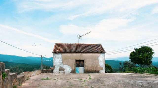 26 Lonely Houses Around The World That Are A Small Paradise--20