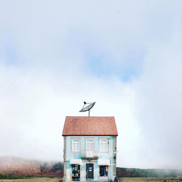 26 Lonely Houses Around The World That Are A Small Paradise--22