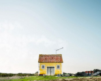 26 Lonely Houses Around The World That Are A Small Paradise--23