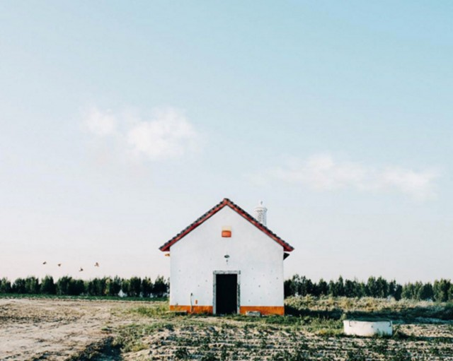 26 Lonely Houses Around The World That Are A Small Paradise--5