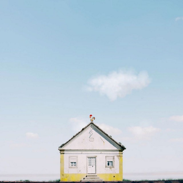 26 Lonely Houses Around The World That Are A Small Paradise--7