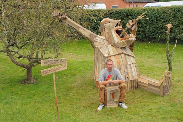 Gigantic Wooden Sculptures Made Using Simple Wood Debris--14