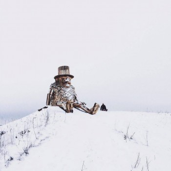 Gigantic Wooden Sculptures Made Using Simple Wood Debris--8