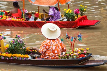 Damnoen Saduak-This Floating market Is A Symbol Of Traditional Thai Culture--1