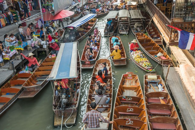 Damnoen Saduak-This Floating market Is A Symbol Of Traditional Thai Culture--3