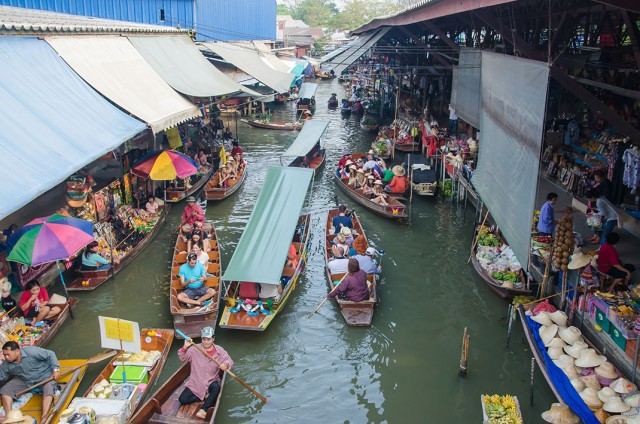 Damnoen Saduak-This Floating market Is A Symbol Of Traditional Thai Culture--6
