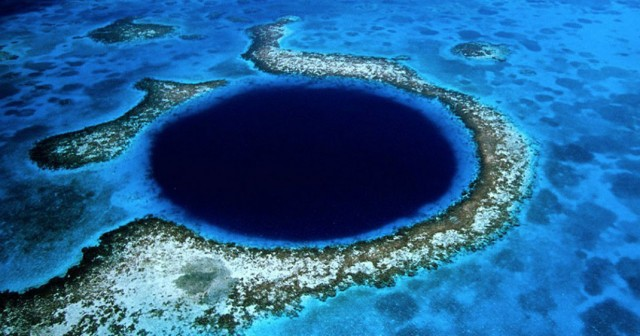 Great Blue Hole-This Vast Oceanic Trench That Attracts Divers From Around The World--2