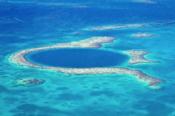 Great Blue Hole-This Vast Oceanic Trench That Attracts Divers From Around The World--4