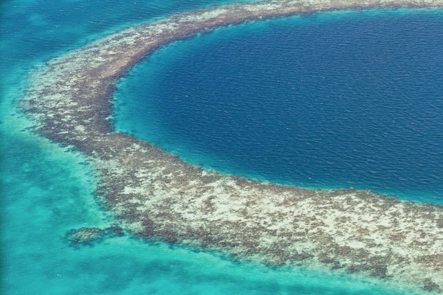 Great Blue Hole-This Vast Oceanic Trench That Attracts Divers From Around The World--5