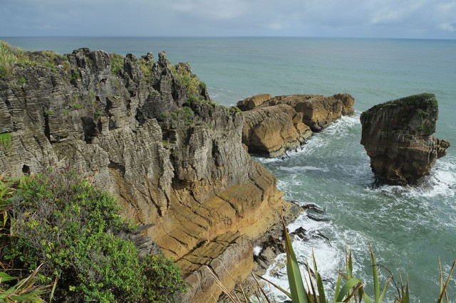 Pancake Rocks-The Amazing Rocky Structures Sculpted By Ocean Waves--9