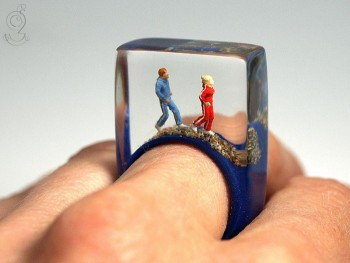 Isabell Manufactures Adorable Rings That Contain Small Scenes Of Everyday Life--10