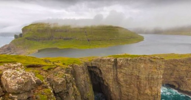 This Lake Seems To Overlook The Faroe Islands In Arctic Ocean ...But This Is Due To An Incredible Optical Illusion!--3