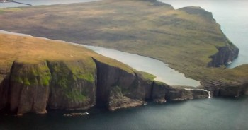 This Lake Seems To Overlook The Faroe Islands In Arctic Ocean ...But This Is Due To An Incredible Optical Illusion!-
